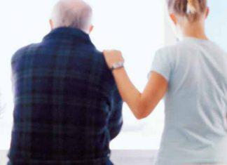 Vagas para cuidadores de idosos cresce 547% nos últimos dez anos