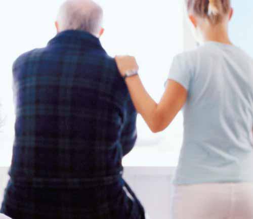idos - Vagas para cuidadores de idosos cresce 547% nos últimos dez anos