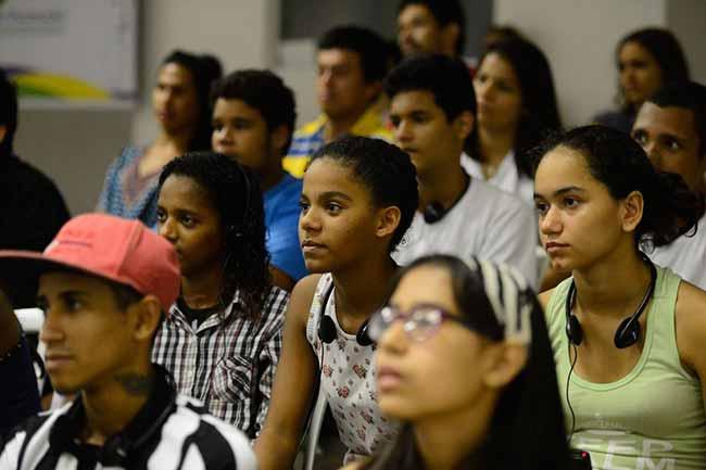 jovens - 23% dos jovens brasileiros não trabalham nem estudam