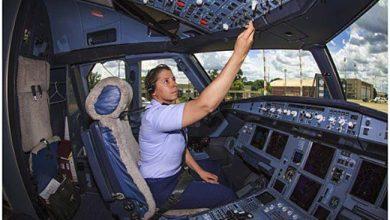 A Capitã Carla Borges é a piloto do avião presidencial 390x220 - Pilota da aeronave presidencial foi 1ª mulher no Esquadrão Escorpião
