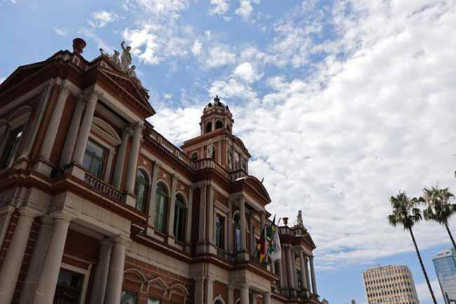 A Prefeitura de Porto Alegre - Porto Alegre paga integralmente folha do funcionalismo nesta quinta