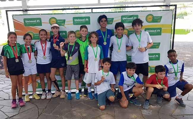 AlgumasDuplasCampeãseViceCampeãs - Terça-feira com decisões na Copa Unimed VS de Tênis