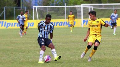 Atacante Tete do Gremigo 390x220 - Atacante Tetê é convocado para a Seleção Sub-20