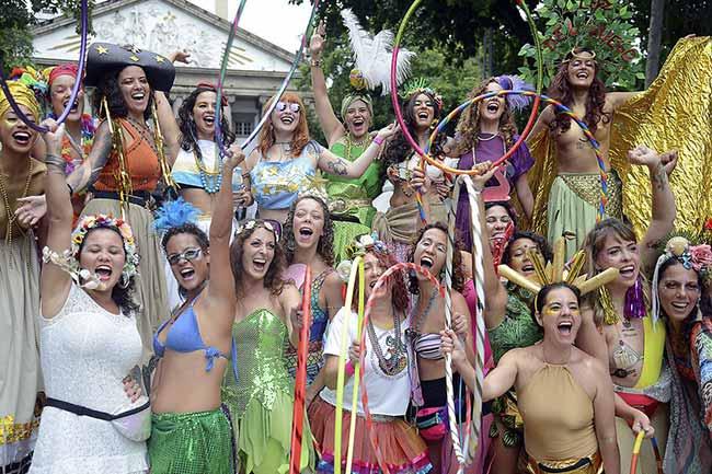 Bloco das Mulheres Rodadas no Rio de Janeiro - Blocos de rua reúnem foliões no centro do Rio de Janeiro