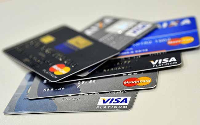 CMN adia medida que aumenta concorrência de cartões de crédito - CMN adia medida que aumenta concorrência de cartões de crédito