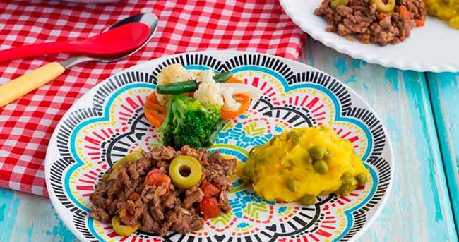 Carne moída com purê de mandioquinha e vegetais à oriental - Carne moída com purê de mandioquinha e vegetais à oriental