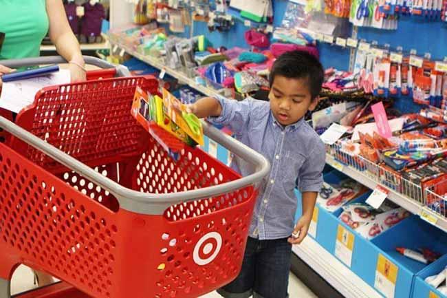 Compra material escolar - Crianças devem acompanhar a compra do material escolar