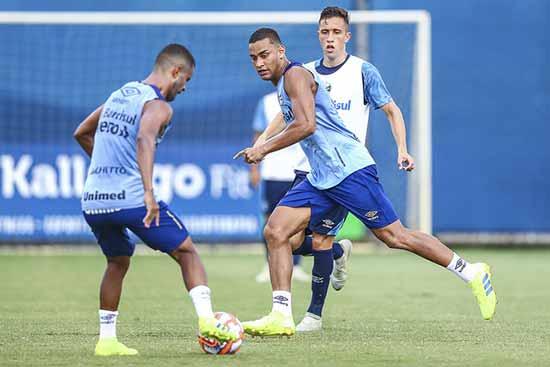 Elenco gremista faz primeiro teste na Pré Temporada 2 - Grêmio faz primeiro teste na Pré-Temporada