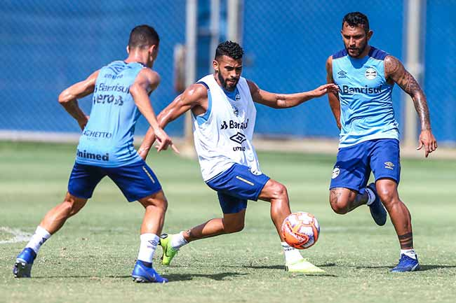 Grêmio se reapresenta após goleada - Grêmio treina para enfrentar o São Luiz