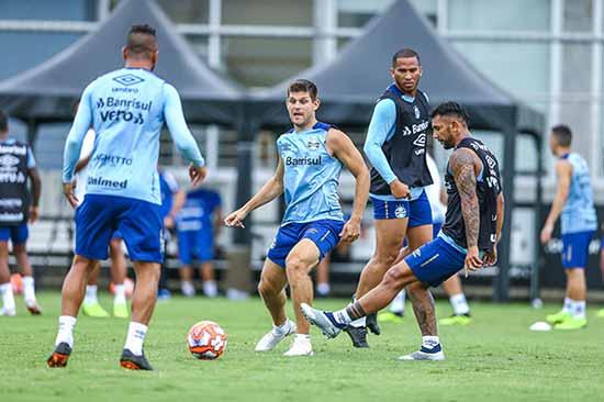 Grêmio treina em dois turnos 1 - Grêmio fechou o sétimo dia de preparação na temporada