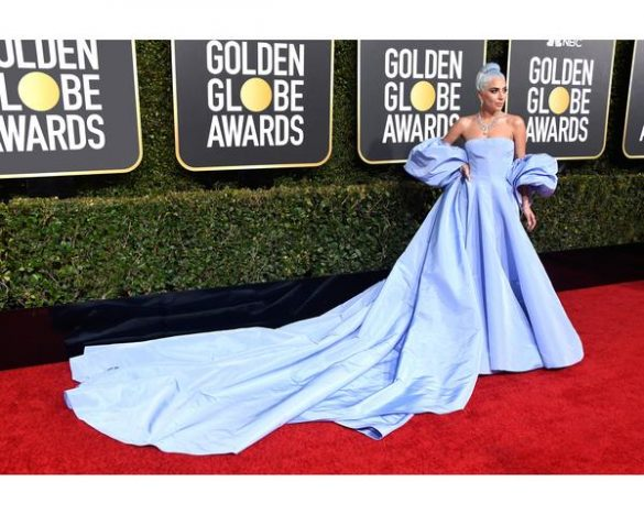 Lady Gaga 585x468 - Lady Gaga usa colar com mais de 100 quilates no Golden Globe Awards 2019