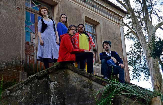 Pátria EstrangeiraFremde Heimat 3 - Pátria Estrangeira/Fremde Heimat volta a cartaz no Porto Verão Alegre