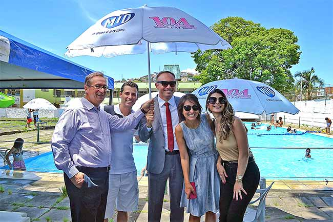 Prefeitura de Porto Alegre guarda sóis - Porto Alegre recebe doação de guarda-sóis para piscinas públicas