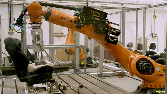 Robutt 01 - Ford cria robô para teste de suor em carros