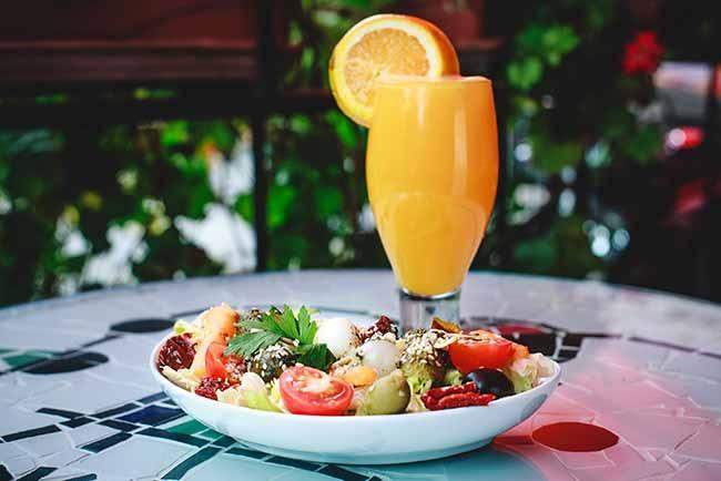 Salada com Suco - Confeitaria Barcelona amplia horário de funcionamento durante o verão