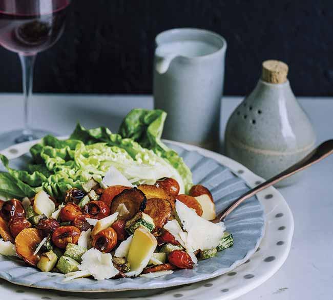 Salada de legumes grelhados foto bruno geraldi - Salada de legumes grelhados com queijos e croûtons