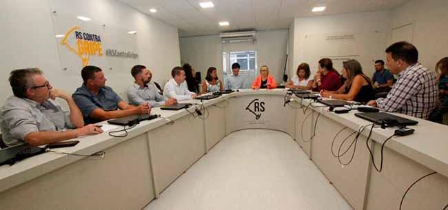 Secretaria da Saúde abre diálogo para conhecer as dificuldades dos municípios do Vale do Sinos - Secretaria de Saúde recebe prefeitos dos municípios do Vale do Sinos