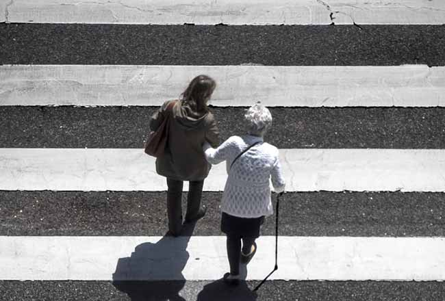 Segurança dos idosos no trânsito de Porto Alegre - Porto Alegre: ação educativa reforça segurança dos idosos no trânsito