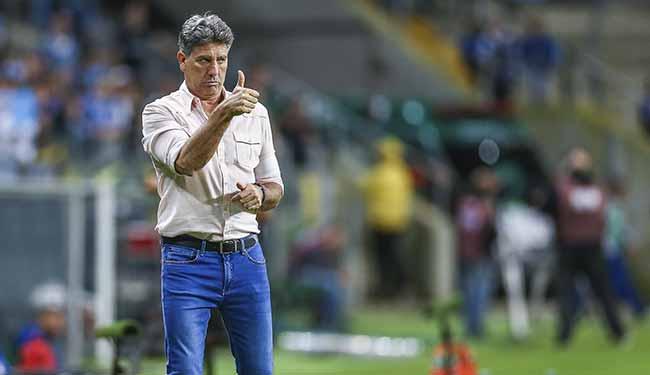 Técnico Renato passou por procedimento para corrigir uma arritmia cardíaca - Renato Portaluppi recebe alta após cirurgia em Porto Alegre