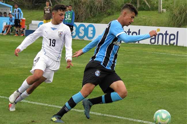 Zagueiro Ary teve sua segunda convocação - Garoto do Grêmio é chamado para zaga da Seleção Brasileira Sub-17