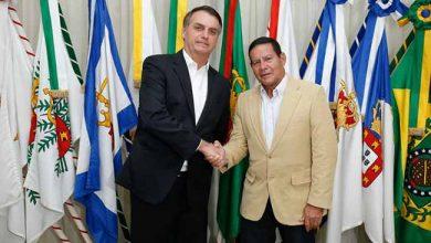 bolsonaro e mourão 390x220 - Bolsonaro quer atrair investimentos para o Brasil em Davos