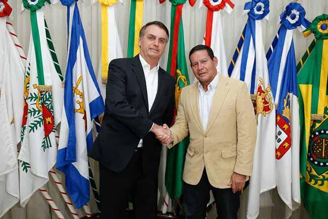 bolsonaro e mourão - Bolsonaro quer atrair investimentos para o Brasil em Davos