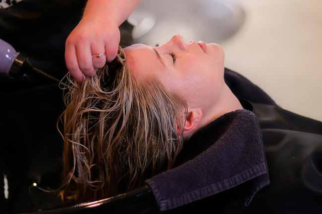 cabelo - Pesquisa da Anvisa revela uso irregular do formol