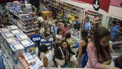 compras no comercio Brasil 390x220 - Consultas de CPFs para vendas a prazo no comércio crescem 2,8%