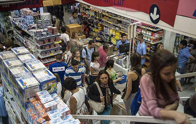 compras no comercio Brasil - IPC-S recua em sete capitais, incluindo Porto Alegre