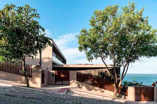 dec66 - Pedra e madeira se destacam em projeto residencial em Vitória