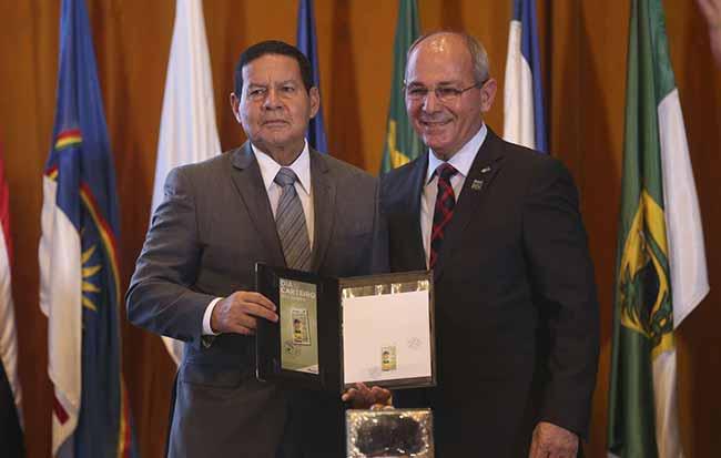 """general Hamilton Mourão - Mourão diz que Correios não serão privatizados, """"por enquanto"""""""