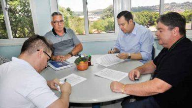 membros da comusa em reuniao 390x220 - Comusa aumenta investimentos na ampliação da Estação de Tratamento de Água