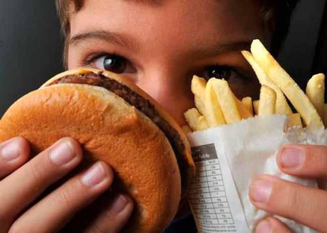 obesidade infantil - Porções exageradas contribuem para obesidade e a dificuldade de perder peso