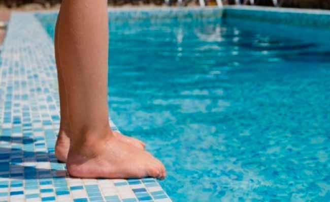 pepisn - Verrugas plantares: andar descalço em torno de piscinas facilita contágio do vírus HPV