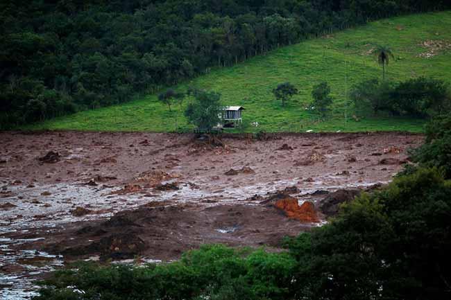 reuters adriano machado 3 - Mais um ônibus é localizado na lama em Brumadinho