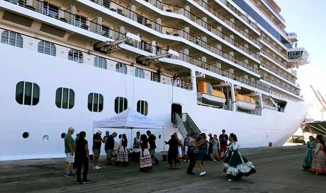 transatlântico da temporada chega ao Porto do Rio Grande - Transatlântico de luxo atraca no Porto de Rio Grande