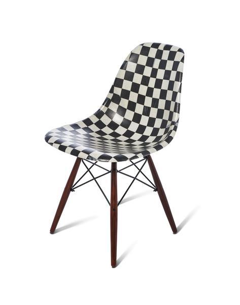 355313 860310 sp19 modernicashellchair modernica black checkerboard no pad web  - Vans e Modernica lançam coleção-cápsula