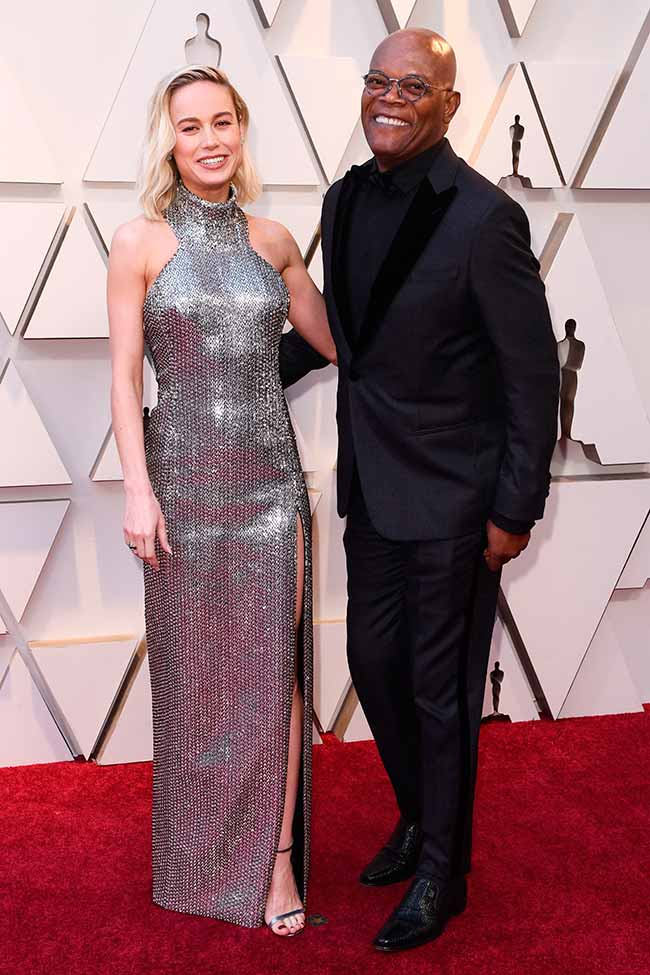 Brie Larson y Samuel L. Jackson CREDITO E ENTERTAINMENT @EONLINELATINO - A moda no tapete vermelho do Oscar 2019