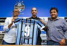 Diego Tardelli no Grêmio 1 220x150 - Diego Tardelli é apresentado e recebe a camisa de número 9 no Grêmio