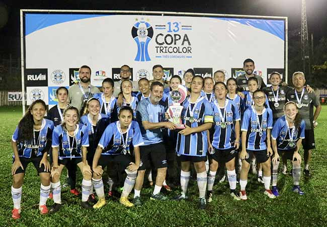 Escola promove a 13ª Copa Tricolor 2 - Escola promove a 13ª Copa Tricolor
