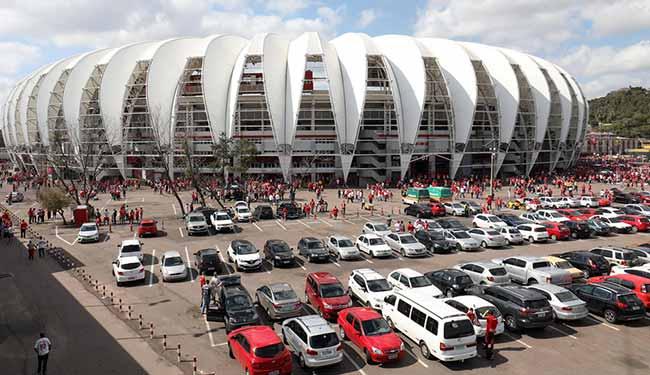 Estacionamento do Beria Rio em Porto Alegre - Inter enfrenta hoje (4) o Brasil-Pel no Gigante
