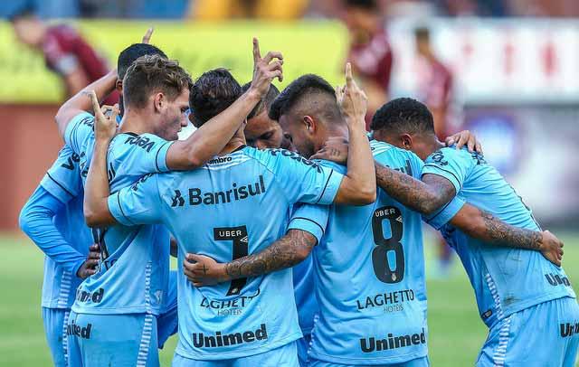 Grêmio vence o Caxias e se mantém na liderança do Gauchão 1 - Grêmio vence o Caxias e se mantém na liderança do Gauchão