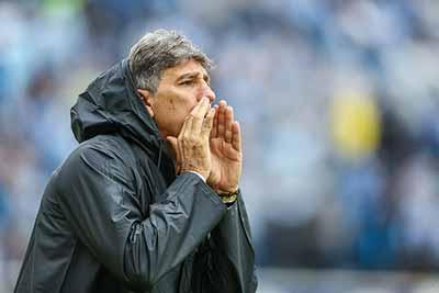 Grêmio vence o Caxias e se mantém na liderança do Gauchão 3 - Grêmio vence o Caxias e se mantém na liderança do Gauchão