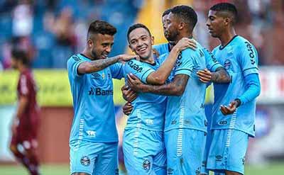 Grêmio vence o Caxias e se mantém na liderança do Gauchão 4 - Grêmio vence o Caxias e se mantém na liderança do Gauchão