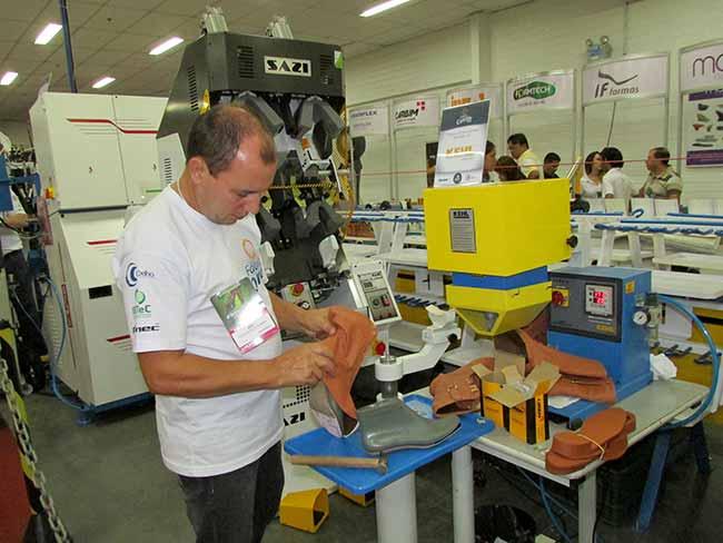 IMG 0278 - Arezzo produzirátênis casual na Fimec em Novo Hamburgo