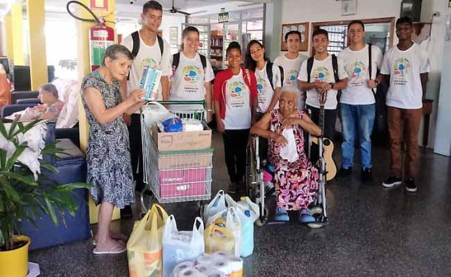 Idosos do Lar São Vicente fazem a festa 1 - Idosos do Lar São Vicente fazem a festa com os jovens das oficinas