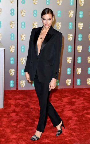 Irina Shayk wearing Burberry at the BAFTAS 293x468 - Burberry veste estrelas no Bafta Awards 2019