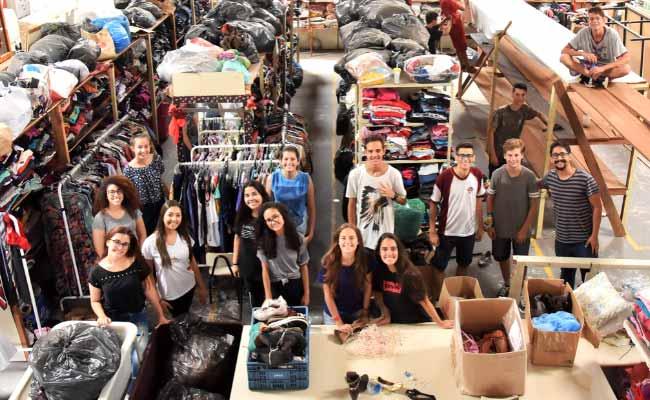 Jovens adventistas realizam ação na Fábrica da Cidadania - Jovens adventistas realizam ação na Fábrica da Cidadania