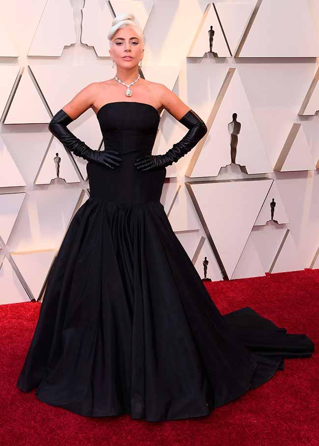 Lady Gaga CREDITO E ENTERTAINMENT @EONLINELATINO - A moda no tapete vermelho do Oscar 2019