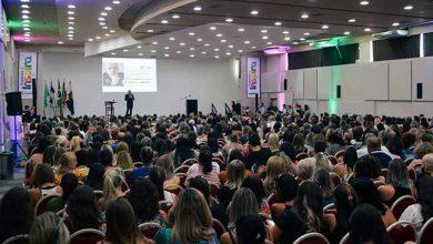 Photo of Leandro Karnal compartilha experiências com professores da rede municipal de Itapema